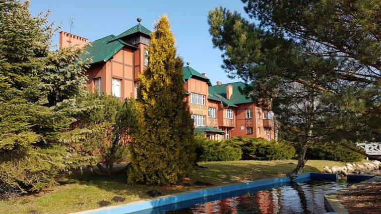 Rezydencja Wilków Morskich, Białogóra